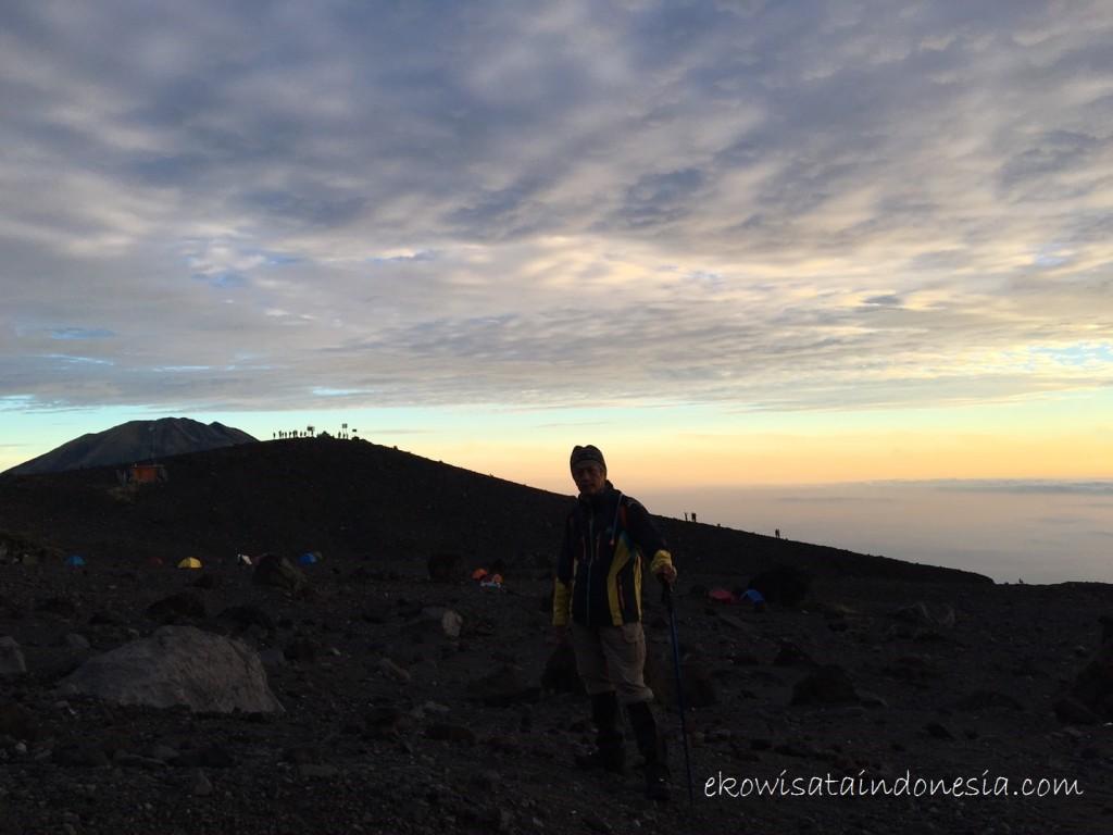 Suasana di bawah Gunung Merapi