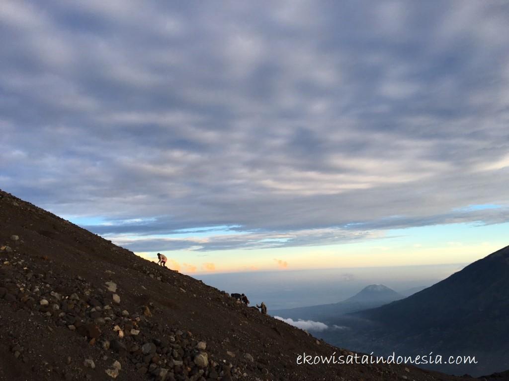 Menuju Puncak Gunung Merapi