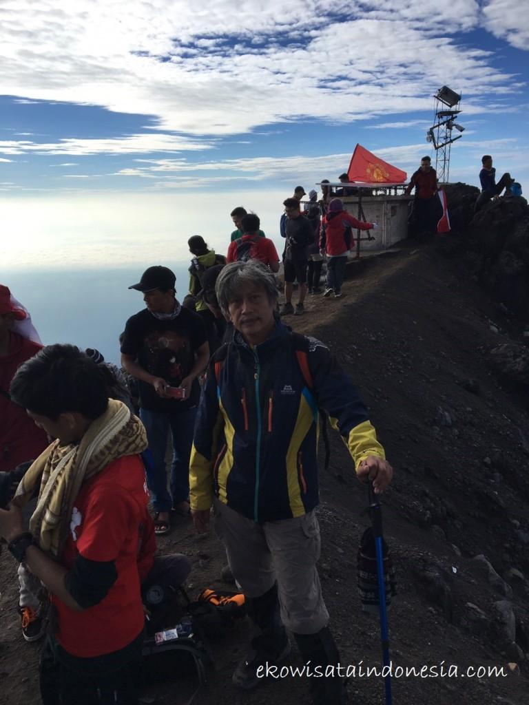 Suasana di Puncak Gunung Merapi